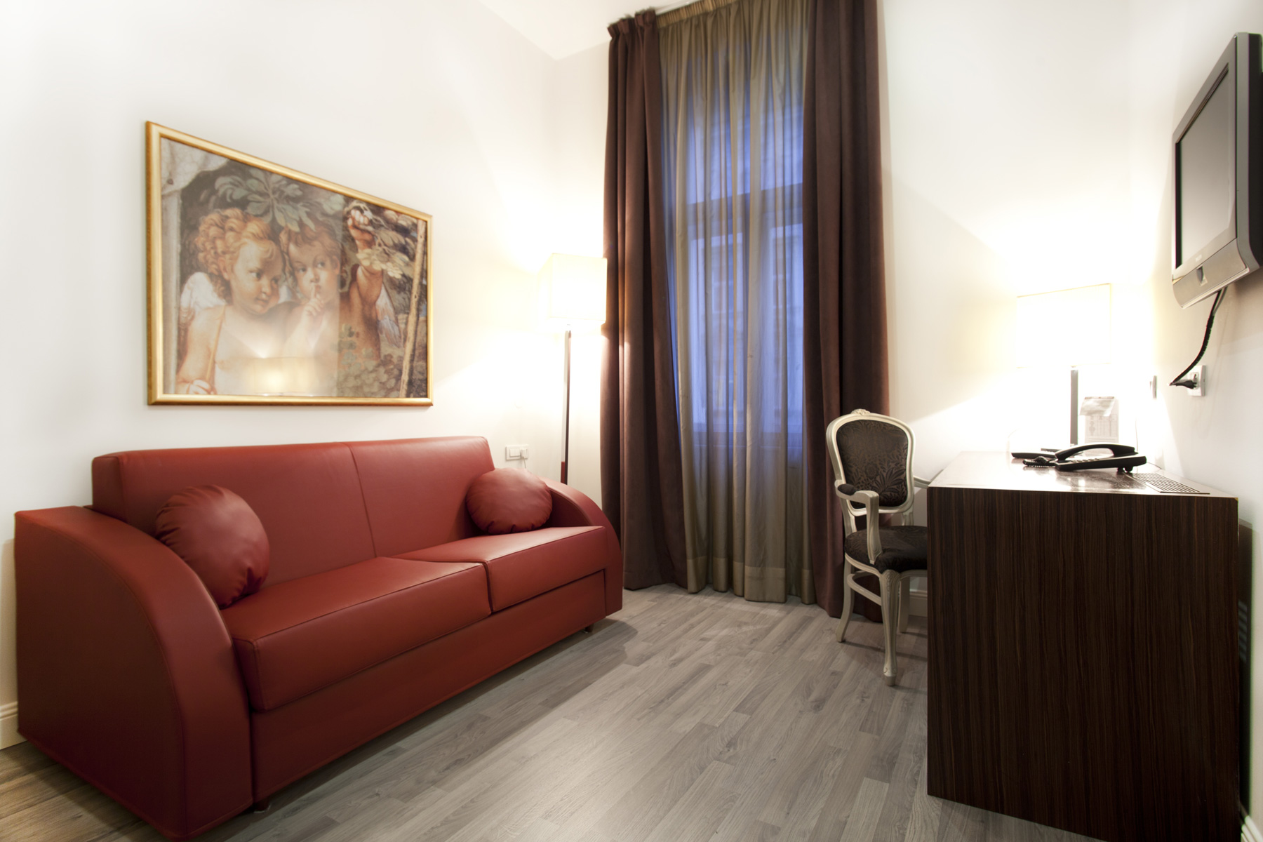 Camere suites assenzio hotel praga for Piani di suite in legge